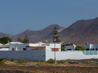 New villa walking distance from Marina Rubicon, Playa Blanca