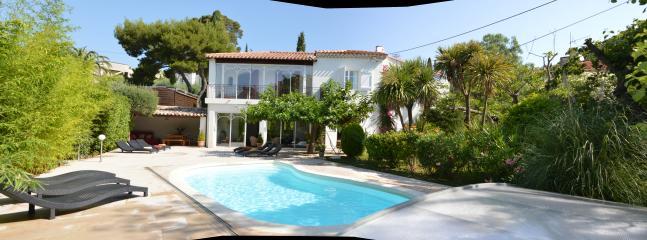 Jardin, piscine et façade