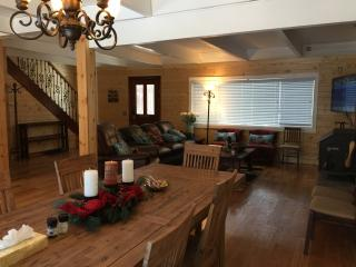 Spacious Knotty Pine Wood House - 9 beds, sleep 12
