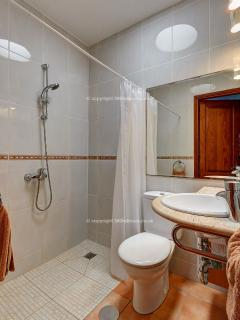 Ensuite walk in shower very suitable for less abled 127