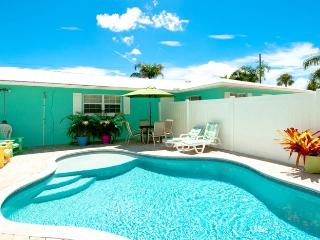 Escape to Serenity B: 2BR Pet-Friendly Pool Home, Holmes Beach