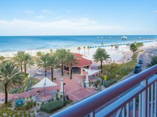 Gulfview Luxury, Private Elevator, 2 Masters, Pool, Gym, W/D, Free Wi-Fi & Cable