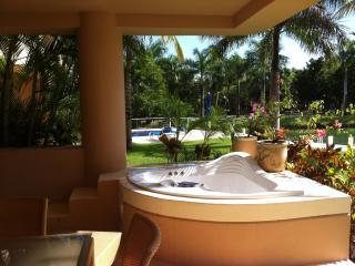 Luxury 1Bedroom Condo with an amazing Marina View, Puerto Aventuras