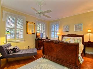 Amazing property with moss drenched oak tree views in the heart of Historic Savannah!