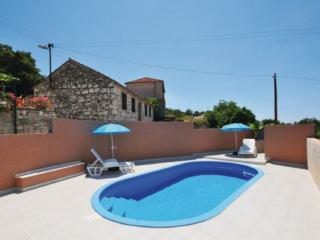 Holiday Home with pool for 8 guests in Razanj