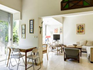 A spacious apartment seconds from the beach, Tel Aviv