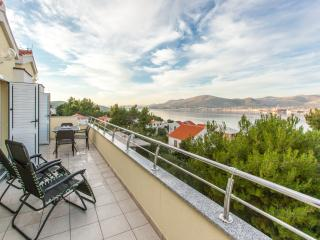 TH01851 Apartments Villa Luna / Two bedrooms Deluxe A8, Okrug Gornji