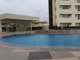 Avida Towers 1BR Condo in BGC w/ wi-fi and AC.