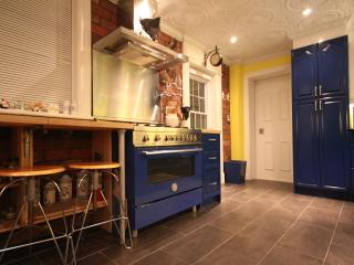 Chef's kitchen-designed by-and for-a Cordon Bleu grand diplome chef.