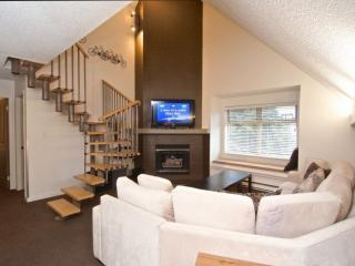 Creekside Lake Placid Lodge beauty. 3 bedroom, 2 full baths 970 sqft, Whistler