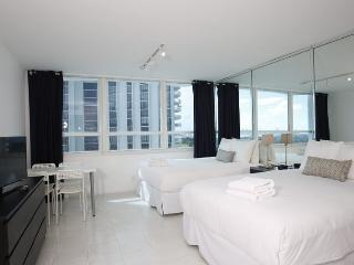 Collins Apartments by Design Suites Miami 1411, Miami Beach