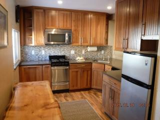 Newly remodeled kitchen! Near Canyon Lodge., Mammoth Lakes