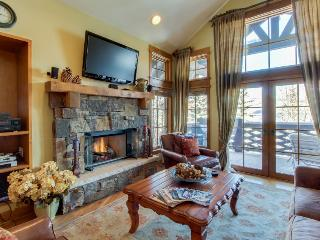 Slopeside penthouse w/pool, hot tub, & ski-out access!, Beaver Creek