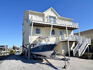 Beach Ball - Stunning Water View, Canal Front, Boat Ramp & Dock, Near Ocean