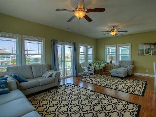 Settle In - Colorful Coastal Design, Modern Amenities, Pool, Near Beach Access, Surf City