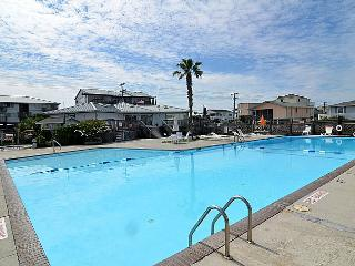Queen's Grant A-103 - First Floor Oceanfront Condo with Community Pool, Hot Tub,