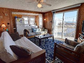 Langley's Place - Cozy Beach Cottage with Screened Porch and Sun Deck. Pets Welc
