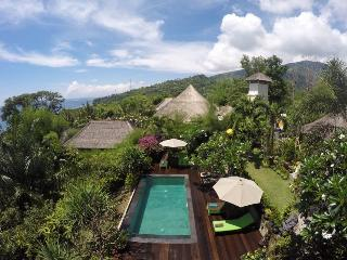 Villa Bukit Malas - 3 Bedroom private villa with pool, seaview and breakfast