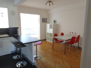 NICE FLAT in quiet building near center CAR PLACE, Marsiglia