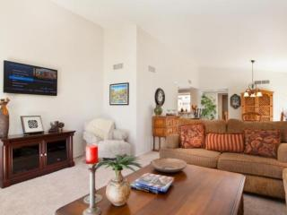 Chillin' in Paradise! Pool & Spa steps away.  Beautiful 2 BR / 2 Bath Condo, Ironwood CC, Palm Desert