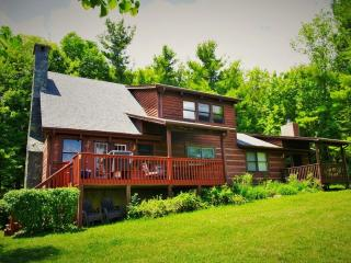 Serenity-Private with views, gameroom, fireplaces, fire pit near Boone