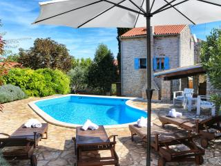 Cute stone villa with private pool near Rovinj