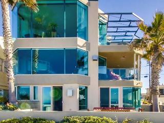 Luxurious Ocean Front, ground floor 3 BD 3BA Condo, garage and private patio, San Diego