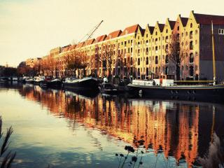 Modern Loft in old canal warehouse + free parking, Ámsterdam