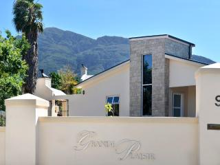 Luxury Protea apartment with beautiful mountain views