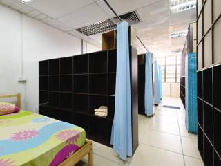 12 Dorm Bed with Air-cond Near Singapore Getaway