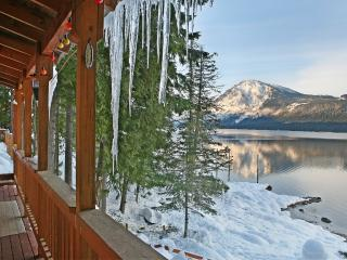 Lake Wenatchee Getaway - Lakefront Weekend Hideout