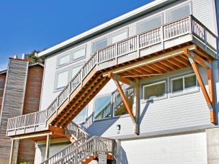 Beach Life Condo at R&R Mocilps, Hot Tub, Easy Access