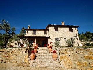 Casamerina: detached 5 bedroom villa with pool just ouside village. Great views!, Montecchio