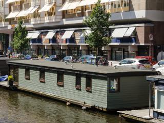 Comfortable, luxurious BOAT-house, close to center, Amsterdam