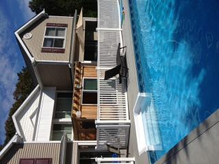 LUXURY HAMPTON ESTATE 4  PRIVATE RENTALS W/TENNIS,, Westhampton