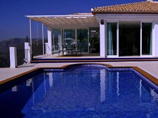 * New Spacious Luxury Villa with Stunning Views  *