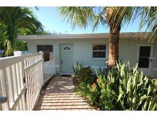2 Bed 1 Bath Villa. Quiet end unit.  New Listing, Saint Pete Beach
