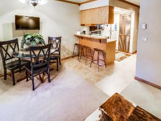 Mountain view ski-in/ski-out condo with shared pool/hot tub!, Brian Head