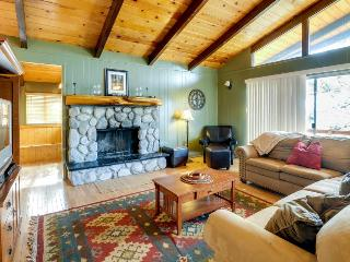Secluded cabin w/private decks & family amenities, Idyllwild
