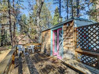 Intimate cabin for two w/a private hot tub & wood stove!