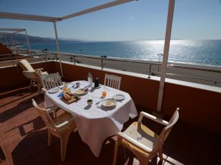 Beachside penthouse with stunning sea views, Roquetas de Mar