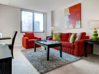 Furnished Luxury 1BR Apt + Pool, Arlington
