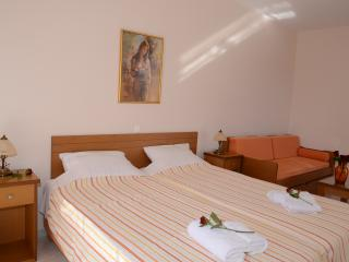 (No11) Maria's Filoxenia Suites -Studio Apartment for 3 people