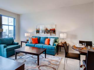 Furnished Luxury 1BR Apartment+ Pool, Arlington