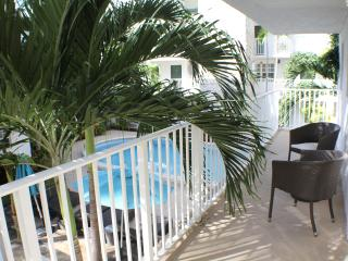 MODERN 1BR LOFT IN KEY BISCAYNE FOR 4 GUESTS. STEPS TO THE BEACH