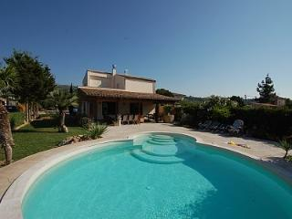 VILLA IN THE LAP OF LUXURY...RELAX IN PRIVATE POOL, Cefalú