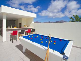 Casa Maelle - Villa with Pool, Hot Tub, Pool Table, Table Football, Air Con, Playa Blanca