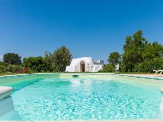 Bright villa with swimming pool & WiFi, Merine Apulia