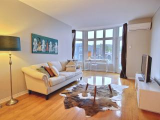 Plateau 2BR w/ Views of Mount Royal, Montreal