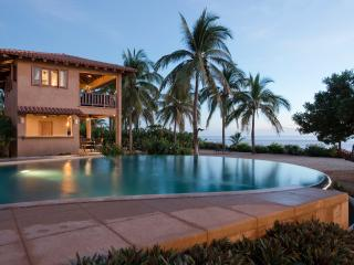 Beachfront Luxury 3br.2ba Villa on Troncones Beach